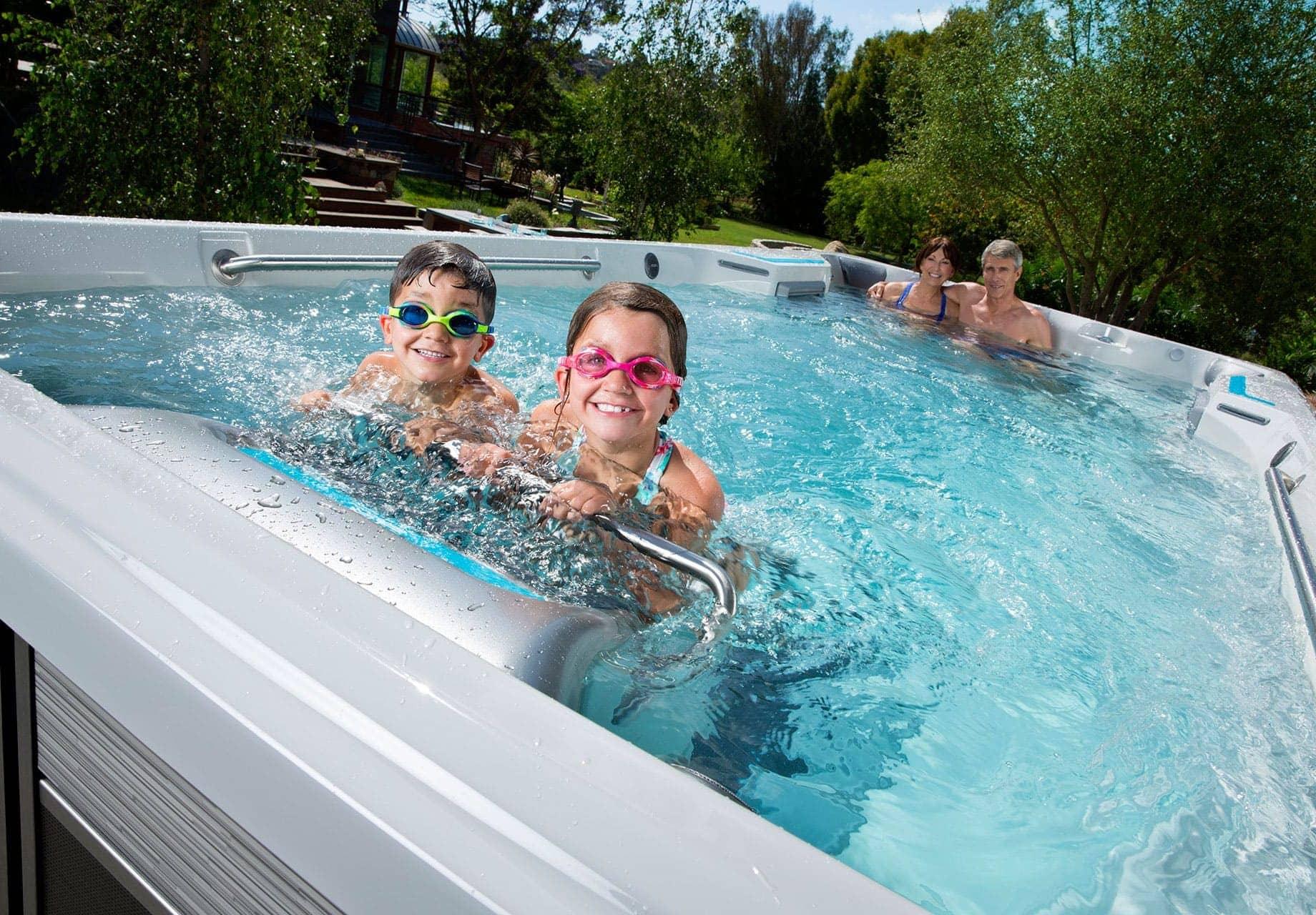 Endless Pools Fitness Systems, E500, familj som badar