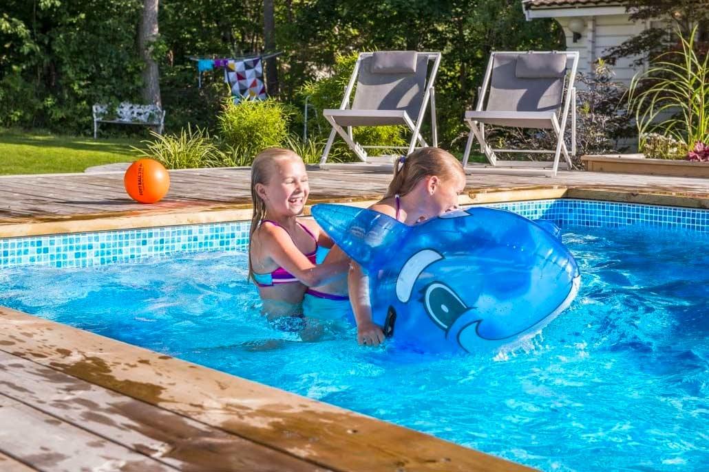 Familjens pooldröm förverkligad, Pool store