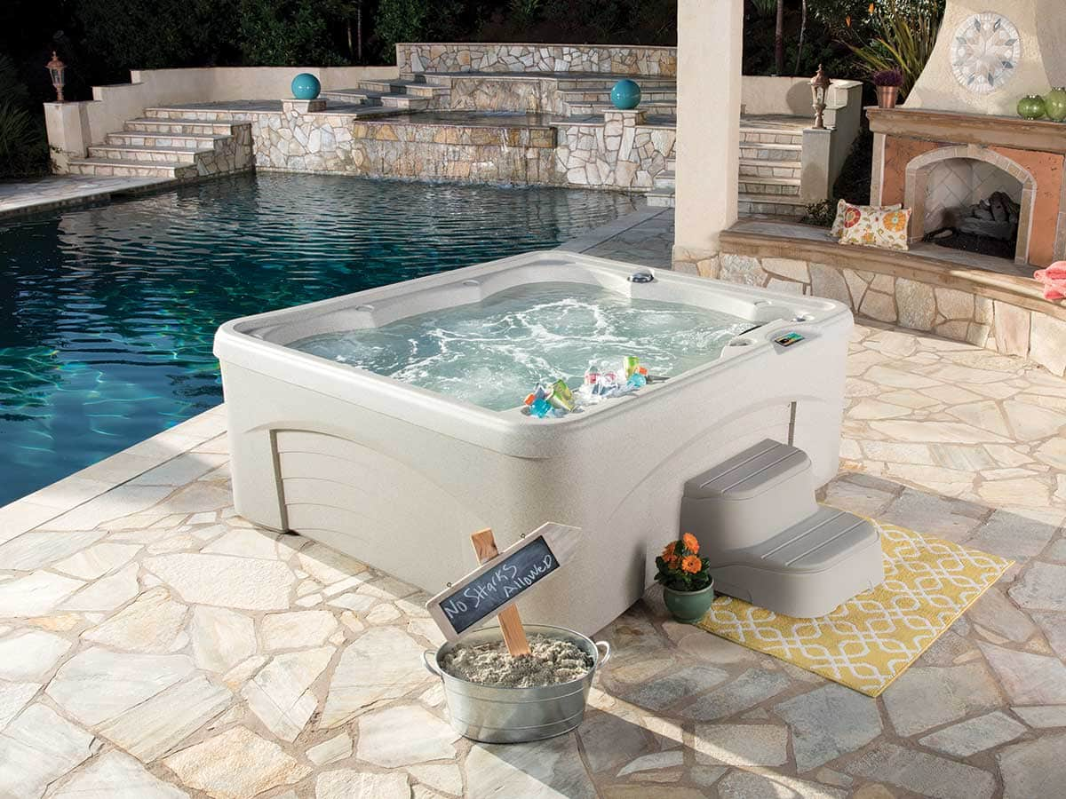Spabad Fantasy med pool i bakgrunden, Pool store