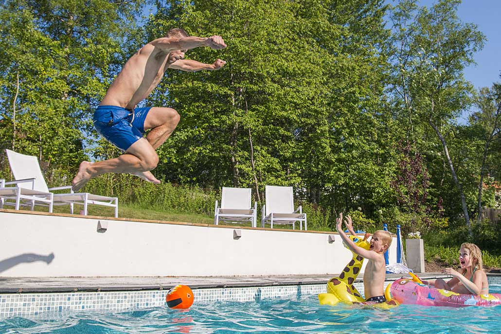 Wikipool, Poolstories, pappa hoppar i poolen, Pool Store