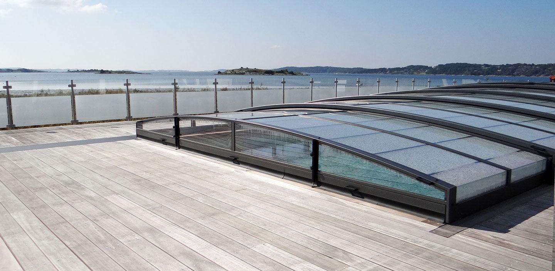 Wikipool, Poolstories, pool med poolskydd och trädäck, havsutsikt, Pool Store