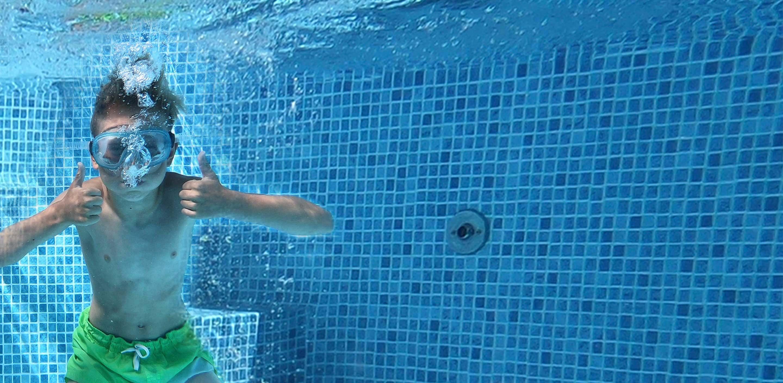 Wikipool, Luftbubblor vid inloppet, pojke under vattnet, Pool Store